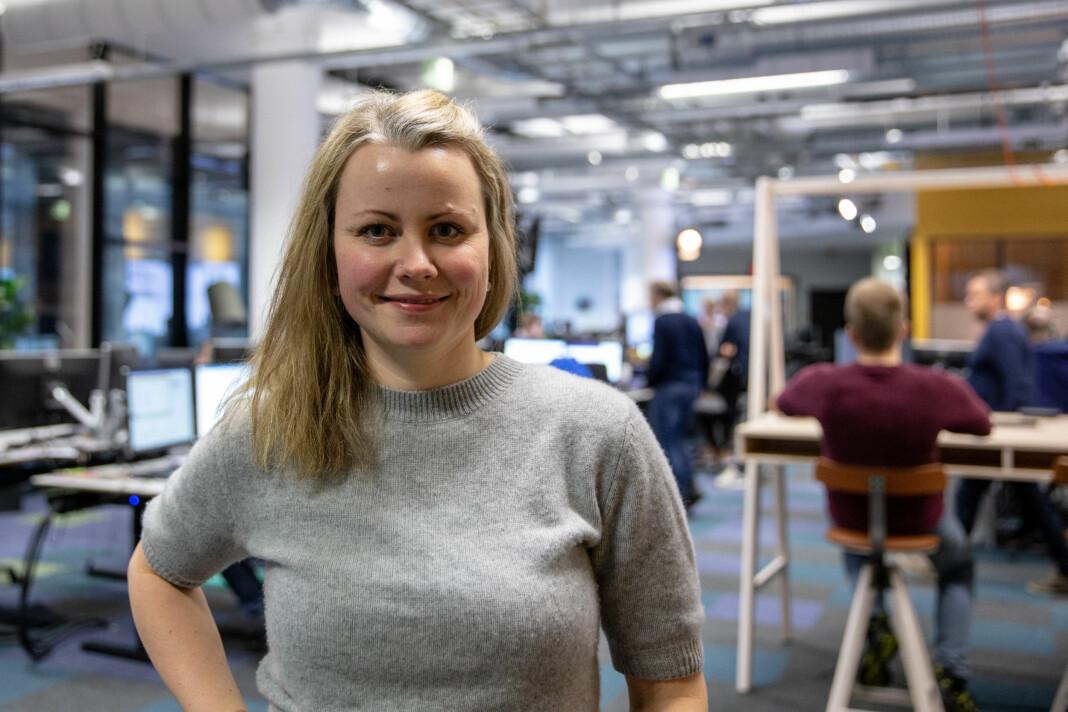 NRK Hordaland-journalist Stine Mari Velsvik skrev masteroppgave om nyheter som publiseres i sosiale medier. Foto: Christine Kongsvik
