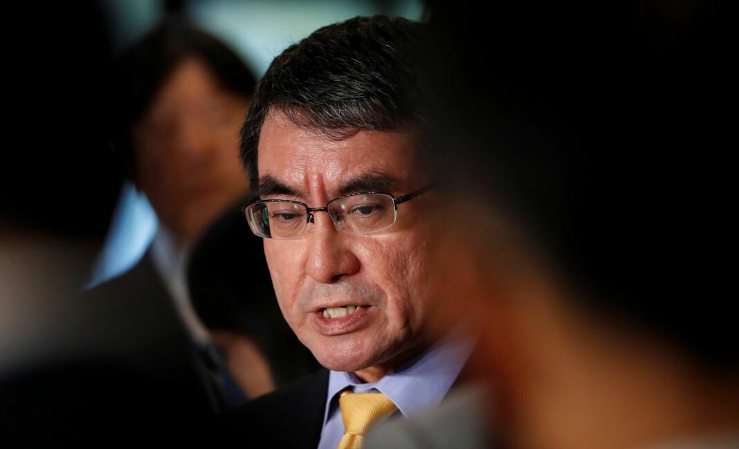 Japans utenriksminister Taro Kono forklarer ikke hvorfor myndighetene nekter en journalist å reise til Jemen. Foto: Reuters / NTB scanpix