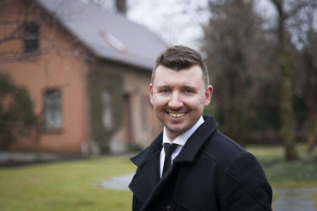 Medieforsker Erik Knudsen ved UiB, sier det er et visst sprang fra at NRK lager noe unøyaktig some-innholdsosiale til at man ser en dropp i tilliten. Foto: UiB