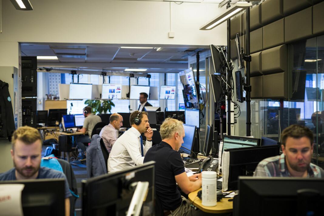 Det varierer hvem i NRK Nyheter som lager videoer for sosiale medier, sier redaktør Espen Olsen Langfeldt i NRK Direkte-redaksjonen. Her er redaksjonen like etter streiken i sommer. Arkivfoto: Kristine Lindebø