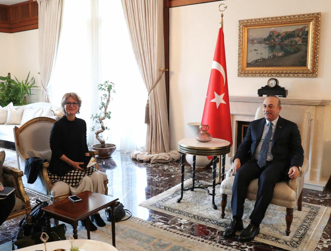 FNs spesialrapportør for utenomrettslige henrettelser, Agnes Callamard, har tilbrakt flere dager i Tyrkia som del av arbeidet med å granske drapet på Jamal Khashoggi. Her sammen med utenriksminister Mevlut Cavusoglu. Foto: Reuters / NTB scanpix