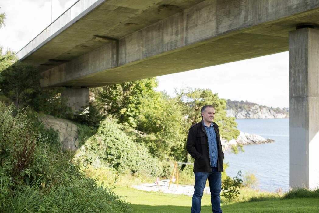NRK-journalist Erlend Frafjord ser flere likhetstrekk mellom de to drapene.