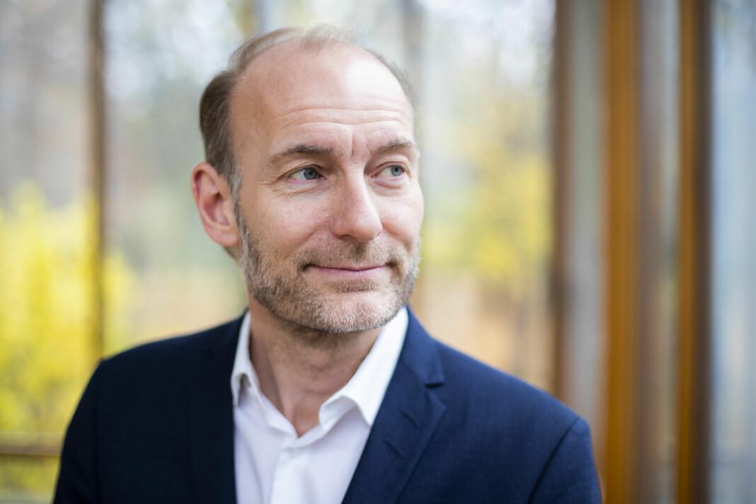 Fritt Ord-leder Knut Olav Åmås deler ut penger til Faktisk.no, Natt&Dag og NTB denne måneden. Foto: Håkon Mosvold Larsen / NTB scanpix