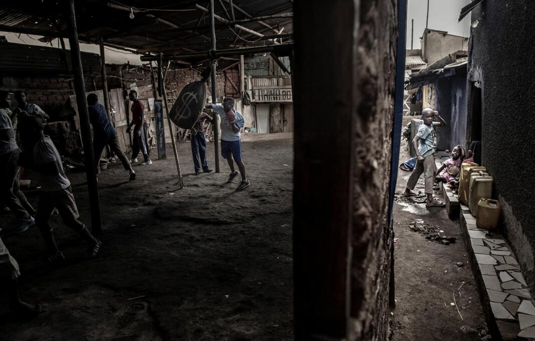 Bokseren Moreen Ajambo (30)er på det ugandiske landslaget, men trener i Katanga-slummen i hovedstaden Kampala. Bildet er nominert til World Press Photo i klassen Sport, enkeltbilde. Foto: John Terje Pedersen