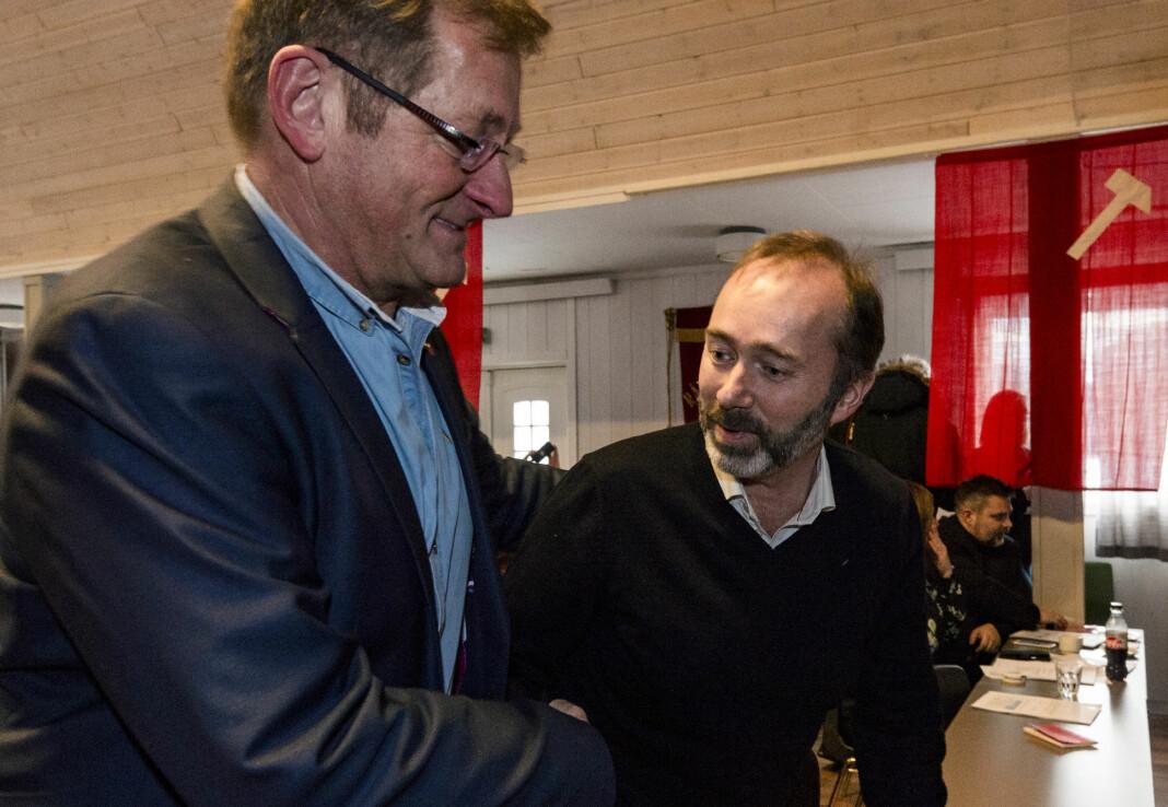 Jorodd Asphjell (t.v.) er leder for valgkomiteen i Trøndelag Ap og en støttespiller av Trond Giske. I helgen var de to sammen på en bar i Oslo, der det ble tatt opp en video med Giske og en ung kvinne som mange har reagert på. Foto: Ned Alley / NTB scanpix
