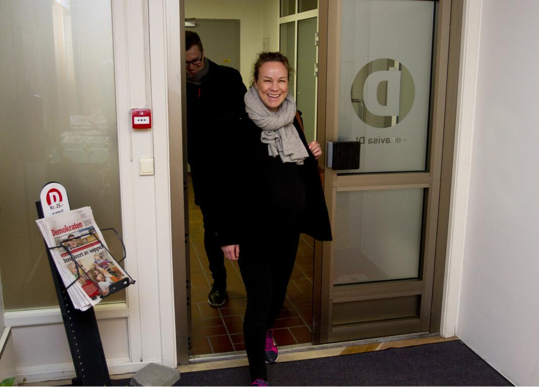 Henriette Ydse Krogstad er ansatt som ny redaktør i Demokraten. Her sammen med Dagsavisens toppsjef Eirik Hoff Lysholm. Foto: Erik Wiggo Larsen