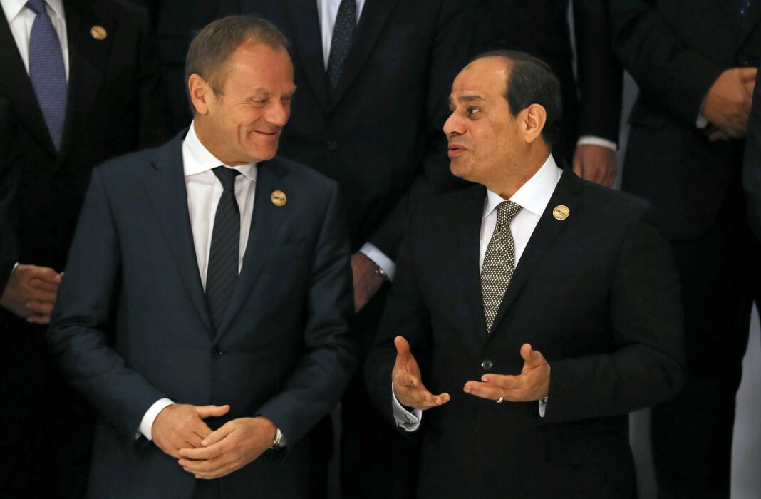 Egypts president Abdel Fattah al-Sisi (til høyre), her sammen med EUs president Donald Tusk i forbindelse med «familiefoto» på det europeisk-arabiske toppmøtet i Sharm el-Sheikh. Foto: Reuters / NTB scanpix
