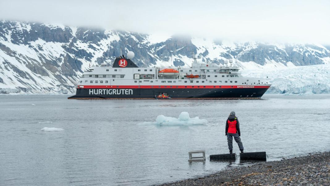 NRK skal markere 100-årsjubileet til Svalbardtraktaten ved å følge Hurtigrutens MS Spitsbergen på ekspedisjonscruise rundt Svalbard i ni døgn i strekk. Foto: Hurtigruten / NTB scanpix