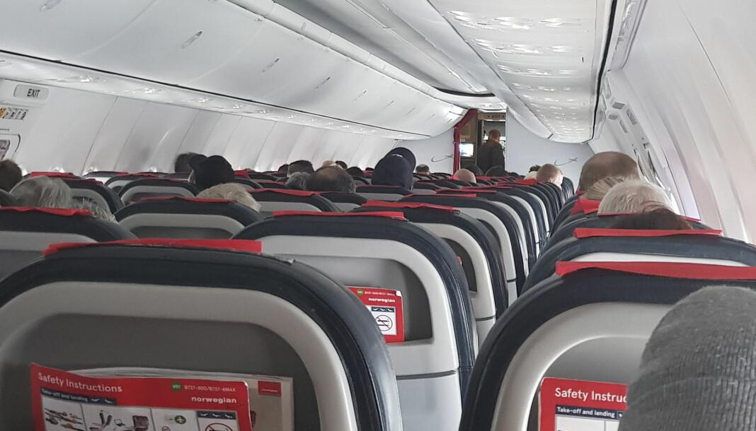 Passasjerene på Norwegian-flyet som ble utsatt for en bombetrussel i Alta, ble lenge holdt igjen i flyet. Foto: Kevin Gonaseelan / NTB scanpix