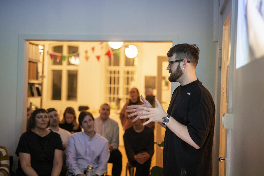 Jonas Brenna fortalte om hvilke grep man bør ta for å nå publikum på en nettplattform som Aftenposten, der han jobber. Foto: Kristine Lindebø