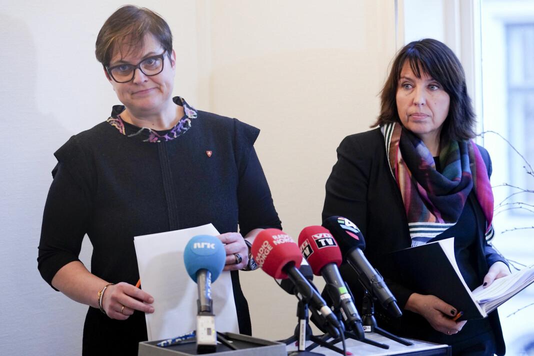Ordfører Ragnhild Aashaug (til venstre) og rådmann Siv Stuedal Sjøvold i Tolga kommune, under en pressekonferanse i forbindelse med VGs Tolga-dekning. Foto: Fredrik Hagen / NTB scanpix
