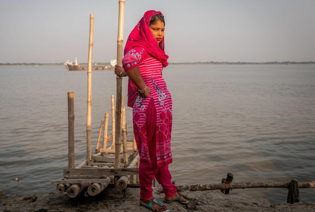 Fotograf Terje Bringedal reiste tre turer til bordell-øya Banishanta i Bangladesh, der jenter og kvinner er sendt mot sin vilje, men styrer hele øya selv – her er menn bare biroller. Alle foto: Terje Bringedal