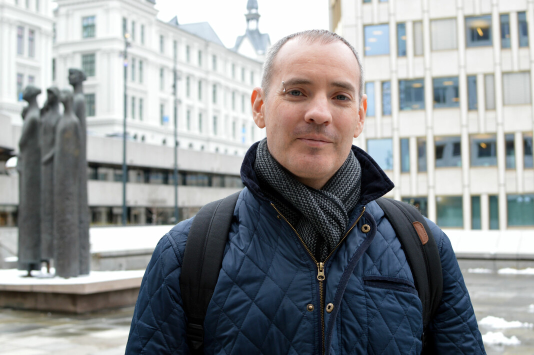Craig Silverman delte sin kunnskap om å granske artikler, profiler og sider på nettet med norske journalister. Foto: Nils Martin Silvola
