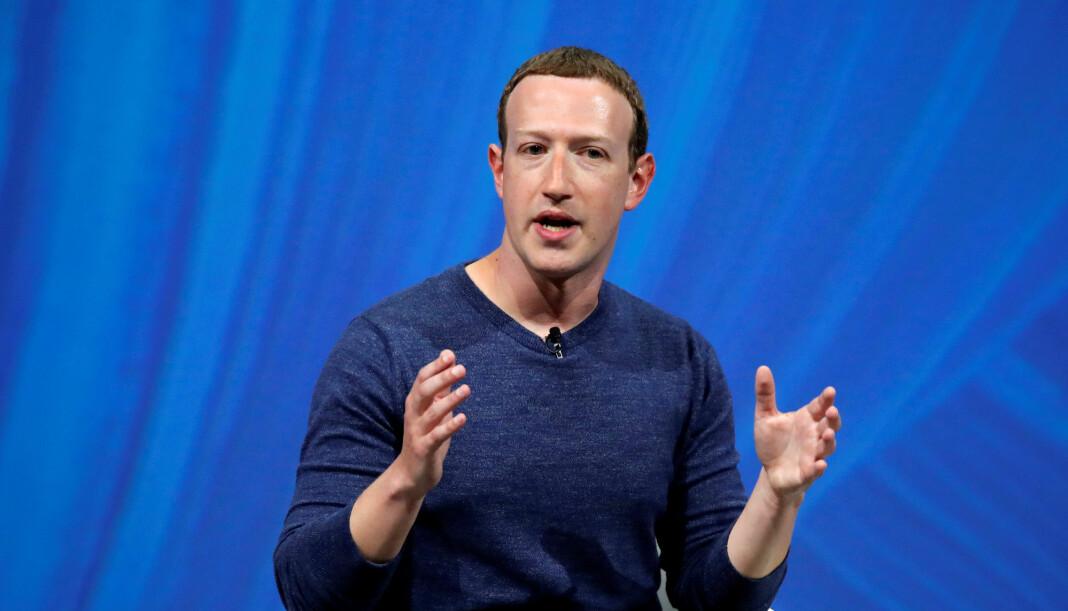 Facebook-sjef Mark Zuckerberg vil finne fram hengelåsen og gi nøkkelen til brukerne. Foto: Charles Platiau / Reuters / NTB scanpix