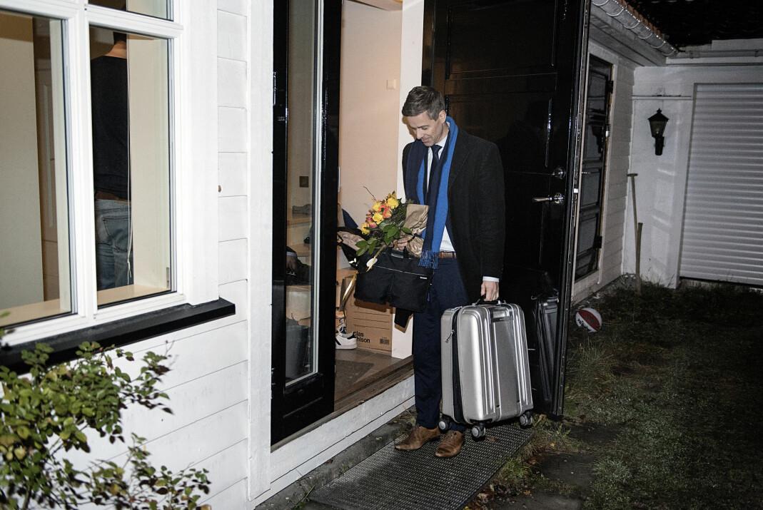 Hjemme best: 23:30 kunne Knut Arild Hareide endelig tråkke over dørstokken til sitt eget hjem etter skjebnedagen i Kristelig Folkeparti. Hareide tapte avstemningen om KrF skulle inn i Erna Solbergs regjering eller ikke. Foto: Cicilie S. Andersen, frilans/VG