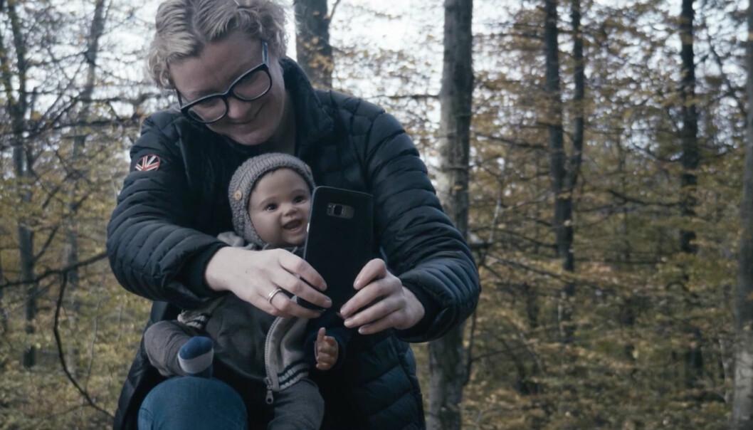 «Dukkebarna» handler om en familie fra Larvik, der små menneskelignende dukker oppfyller drømmen om egne barn. Foto: Jil Yngland og Anders Melchior