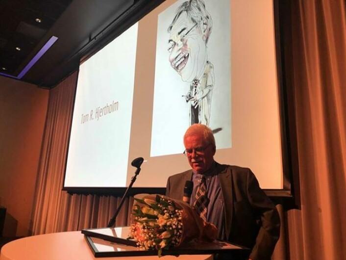 Hedersmann fikk hederspris: Tom Hjertholm i Bergensavisen. Foto: Bergen Journalistlag