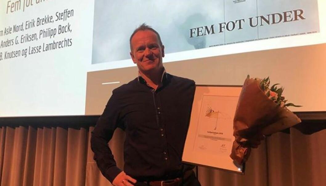 Tidligere BT-journalist Bjørn Asle Nord tok i 2019 imot Gullparaplyen for «Fem fot under».