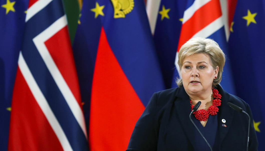 Statsminister Erna Solberg (H) er fredag æresgjest i Brussel der EØS-avtalen feires. Der svarte hun også kort på spørsmål om VGs omdiskuterte Giske-sak. Foto: Reuters / NTB scanpix
