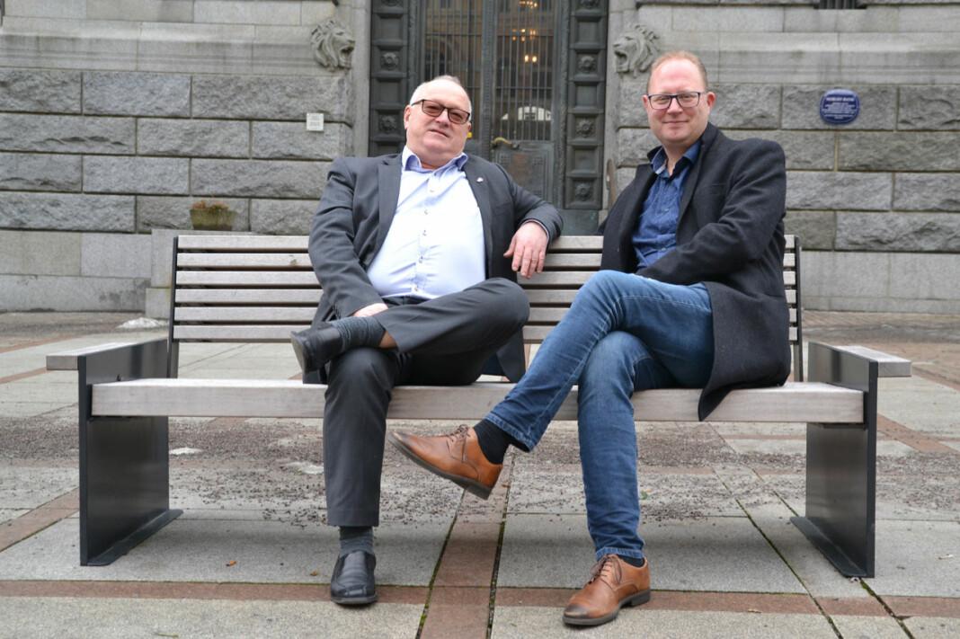 LLAs styreleder Tomas Bruvik (t.h.) og generalsekretær Rune Hetland håper kulturministeren kommer med gode nyheter til lokalavisene. Foto: LLA