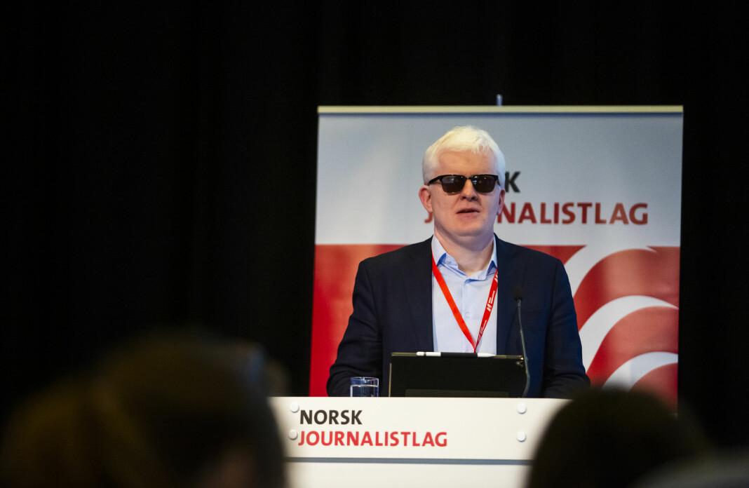 NJs nestleder Dag Idar Tryggestad på talerstolen på Norsk Journalistlags landsmøte i 2019.