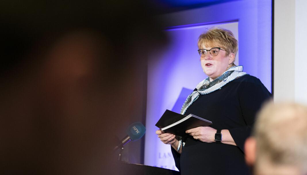 Kulturminister Trine Skei Grande presenterer mediestøttemeldingen på Landslaget for lokalaviser (LLA) sitt landsmøte på Scandic Ambassadeur Hotel i Drammen. Foto: Berit Roald / NTB scanpix