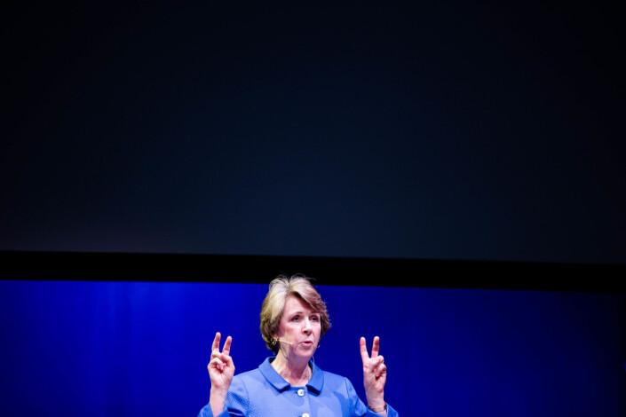 Elisabeth Bullimer, byråsjef på Washington-kontoret til New York Times, snakker til forsamlingen på Skup-konferansen i Tønsberg. Foto: Eskil Wie Furunes