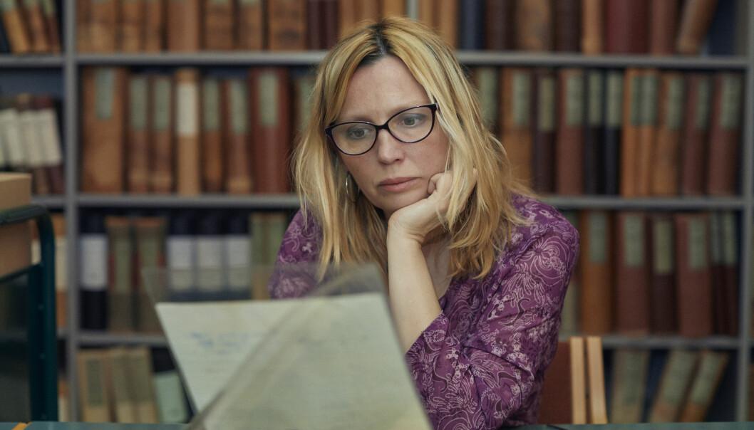 Maria Iranzo Nielsen vender tilbake til Norge etter 45 år for å nøste opp i det uoppklarte drapet på sin mor, i TVNorge-dokumentarserien «Drapet i Holmenkollen». Foto: Simon Skreddernes / TVNorge