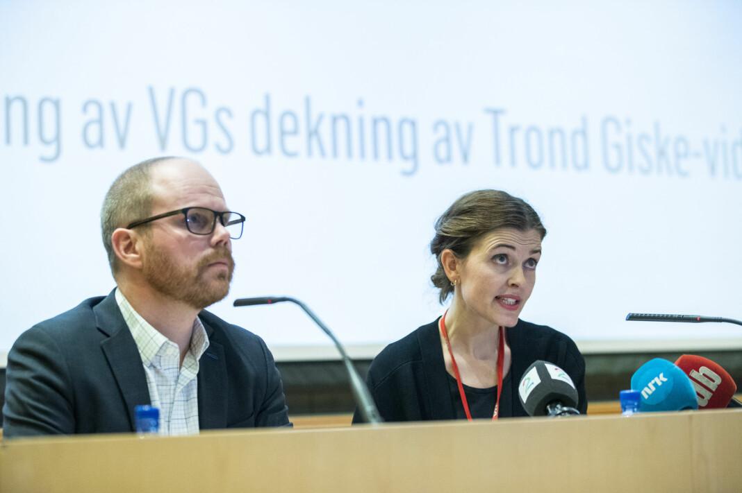 Sjefredaktør Gard Steiro og nyhetsredaktør Tora Bakke Håndlykken under presentasjonen av VGs egen evaluering av avisas dekning av dansevideoen med Trond Giske. Foto: Berit Roald / NTB scanpix