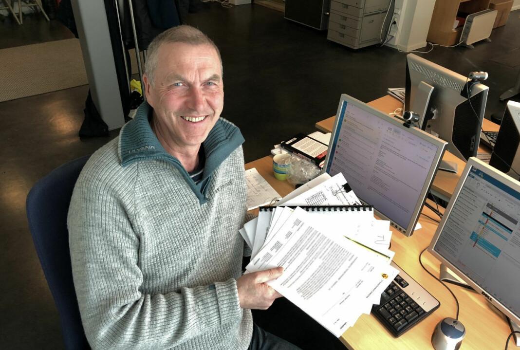 NRK-journalist Bård Wormdal er synlig fornøyd. Dokumentene han først ba om innsyn i i 2013, har kommet fram. Foto: Knut-Sverre Horn