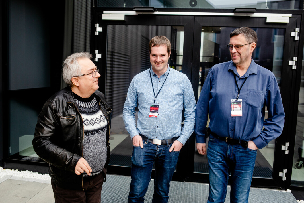 Nils Martin Kristensen i Guovdageainnu Lagasradio, Tormod Gusland i Radio DSF og Raymond Elde i Radio Nordkapp savner mer fokus på lokalradio i mediemeldingen. Her under lokalradiokonferansen på Gardermoen. Foto: Eskil Wie Furunes