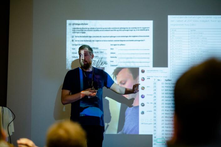 Jeppe Laursen Brock i danske Politiken holder foredrag under Skup. Foto: Eskil Wie Furunes