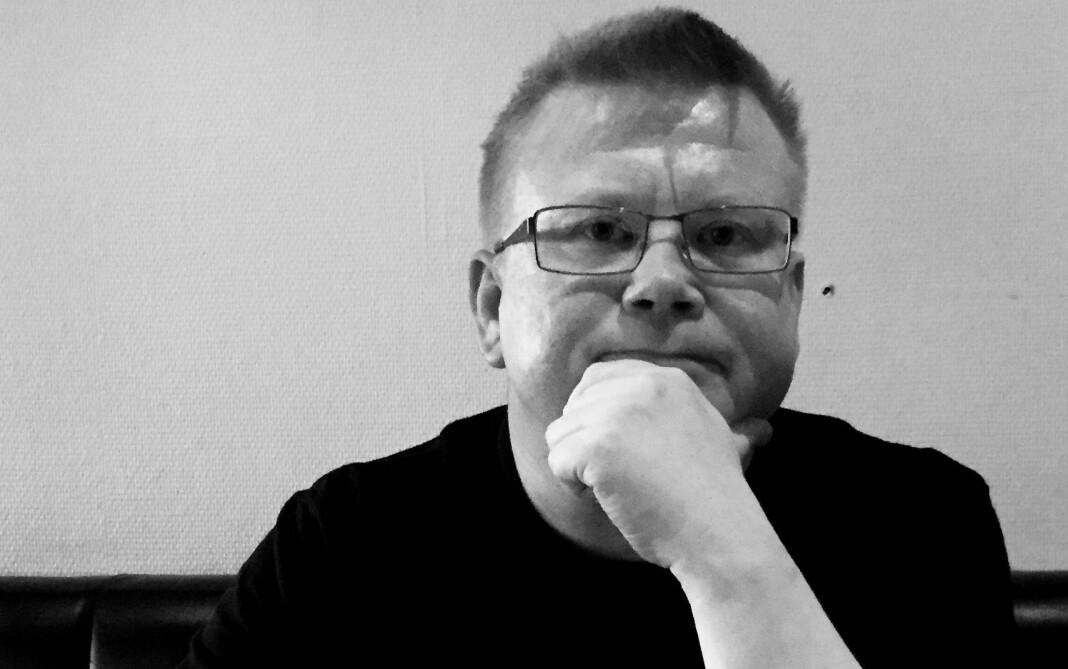 Bjørn Arne Johansen er journalist i iFinnmark og beskriver seg selv som en nysgjerrig journalist, men også en gretten halvgammel gubbe. Foto: Frøydis Urbye