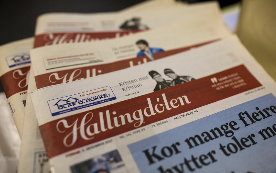 NRK-programmet Norge nå sender tirsdag kveld direkte fra redaksjonslokalene til Hallingdølen. Illustrasjonsfoto: Kristine Lindebø