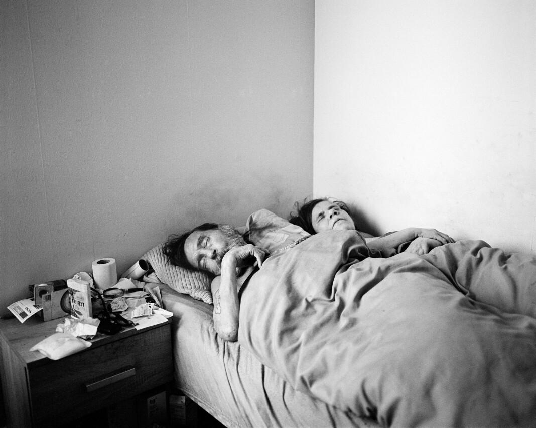 Helge og Anniken sover sammen. Dette bildet ble tatt kort tid etter det bildet som ble Årets bilde (se litt lenger ned i saken). Foto: Brian Cliff Olguin