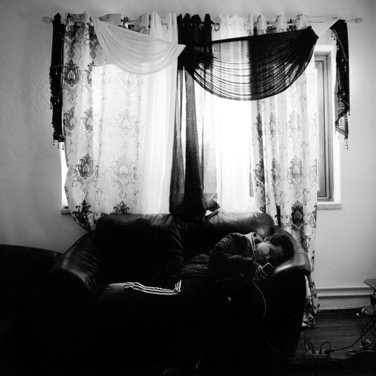 Bilal bor halve tiden hos faren sin. Foto: Brian Cliff Olguin