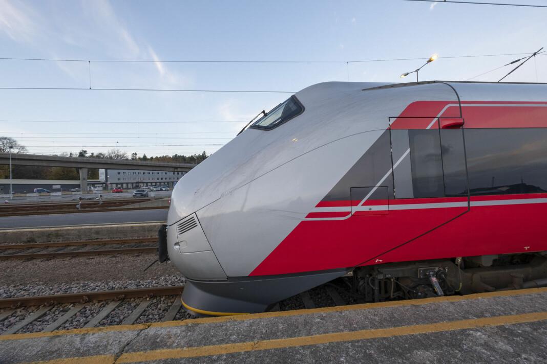 Et togsett står på et sidespor på Kristiansand stasjon og Sørlandsbanen. Britiske Go-Ahead har vunnet konkurransen om å få kjøre Sørlandsbanen og andre baner. Foto: Tor Erik Schrøder / NTB scanpix