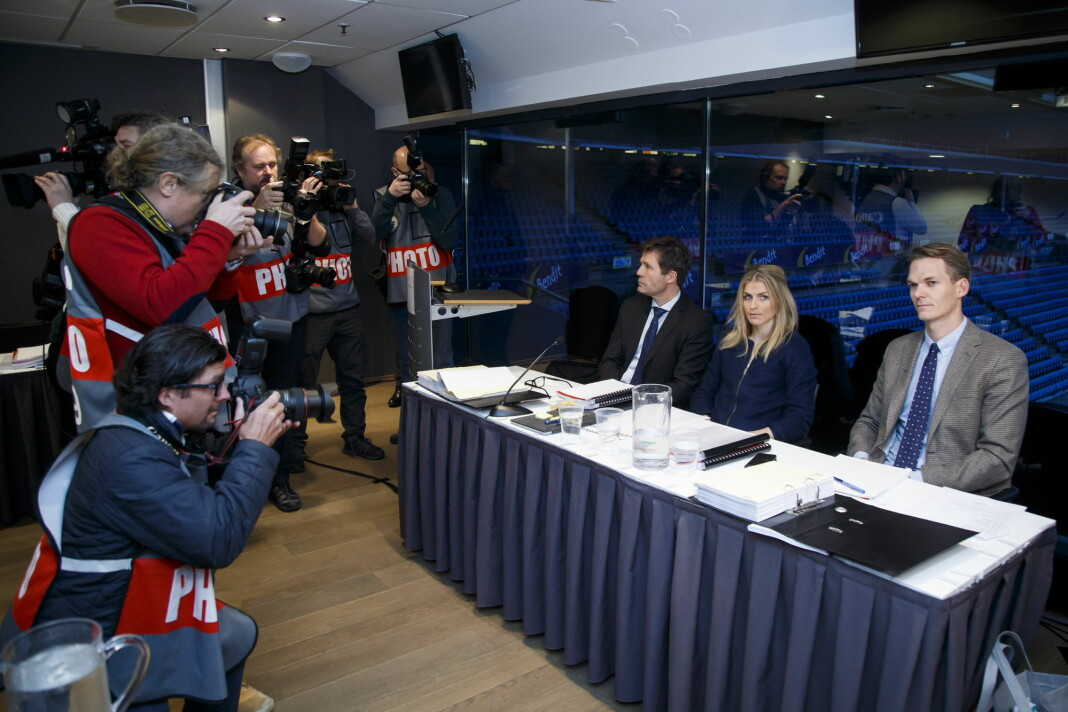 Mange journalister og fotografer var tilstede under høringa i dopingsaken mot Therese Johaug, januar 2017. Therese Johaug sammen med sine advokater Christian B. Hjort (tv) og Mikkel Toft Gimse. Foto: Heiko Junge / NTB scanpix