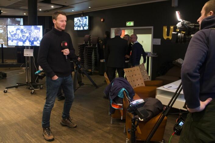 Et team fra svensk TV 4 var på plass på Ullevaal for å følge dopingsaken mot Therese Johaug. Foto: Håkon Mosvold Larsen / NTB scanpix