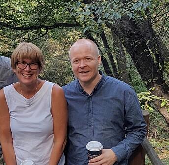 Medieforskerne Elsa Kristiansen og Ulrik Wagner i Sør-Korea, der de fikk ideen til studien. Foto: Privat