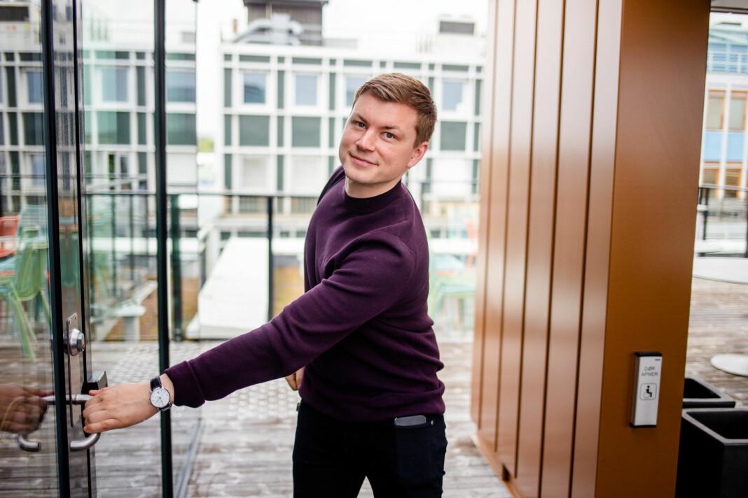 Jostein Larsen Østring (28) er direktør for innholdsutvikling i Amedia og opplever at de rekrutterer flere lesere blant unge voksne. Foto: Eskil Wie Furunes