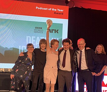 Glade vinner på scenen under The Drum Online Media Awards. Foto: Privat