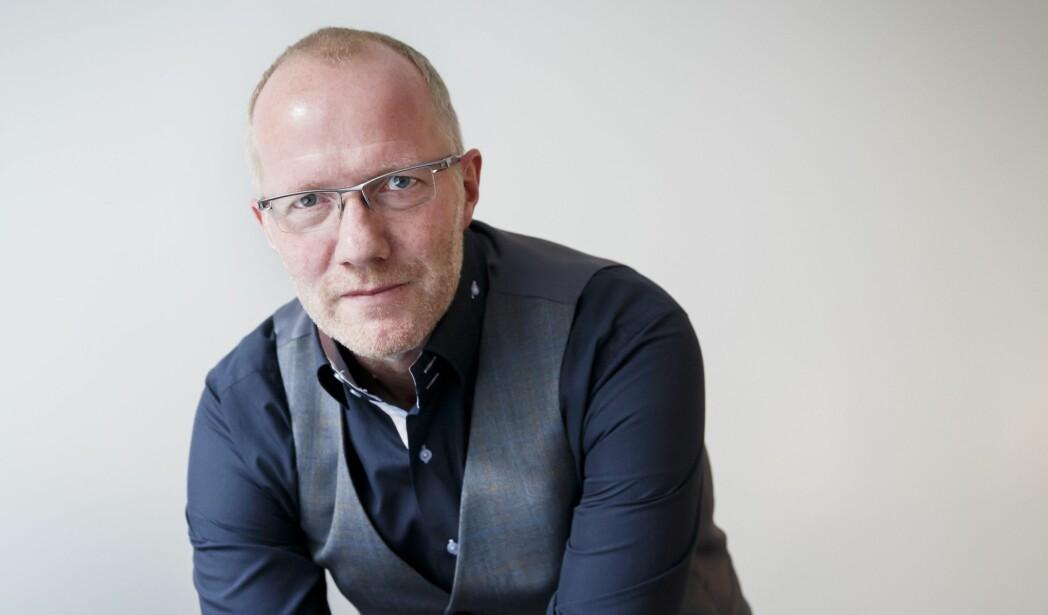 Arne Jensen, generalsekretær i Norsk Redaktørforening, bistår ansvarlig redaktør Jan Magne Stensrud i tvisten med styret.