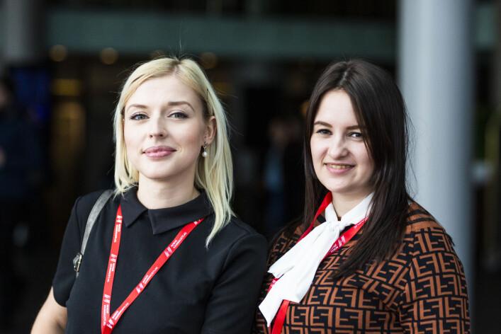 Aleksandra Mikhova, nyhetsredaktør i Argumenty i fakty i Moskva og Ekaterina Titla, journalist i Kirovskij Rabotchij i Kirovsk. Foto: Kristine Lindebø