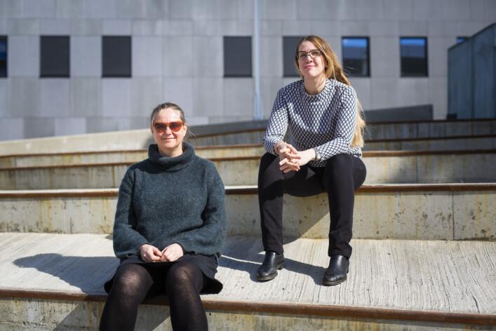 – Vi gjør jo dette det fordi vi vil, ikke fordi vi må, sier frilansjournalist Christine Kristoffersen Hansen (t.h.), som sammen med Ingun Alette Mæhlum gir ut dokumentariske bøker fra Nord-Norge. Foto: Kristine Lindebø