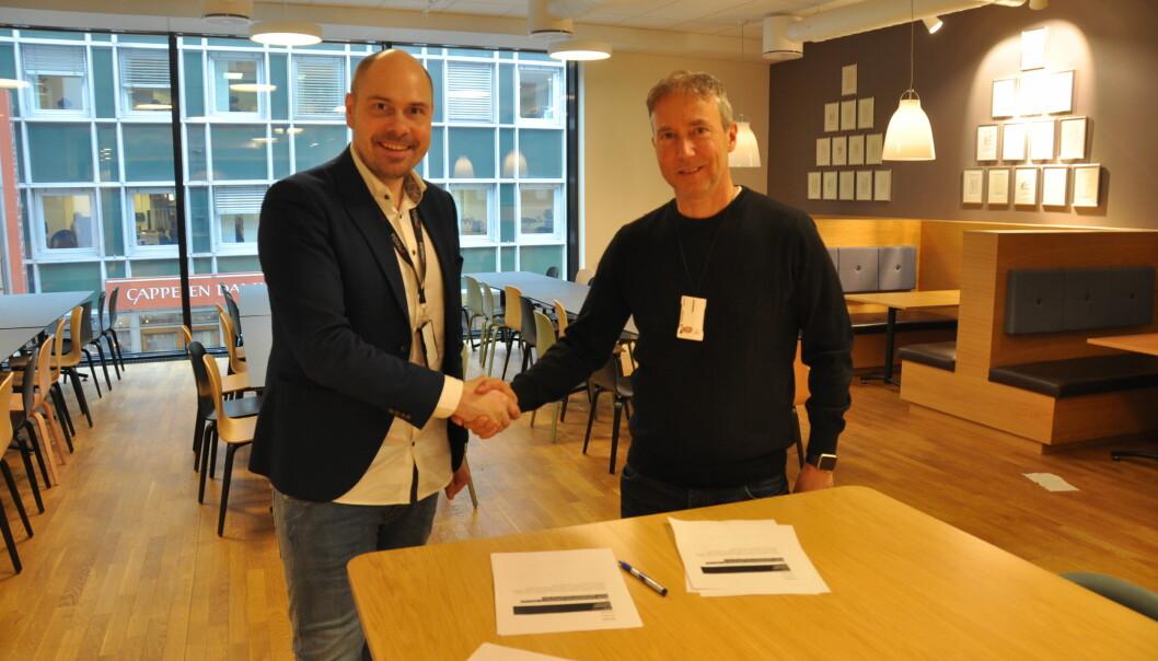 Konserndirektør Anders Opdahl i Amedia og generalsekretær Kjetil Hildeskor har inngått en tre års avtale som gir Amedia eksklusiv rett til å sende en rekke andre friidrettsarrangementer på sine nettaviser. Foto: Amedia