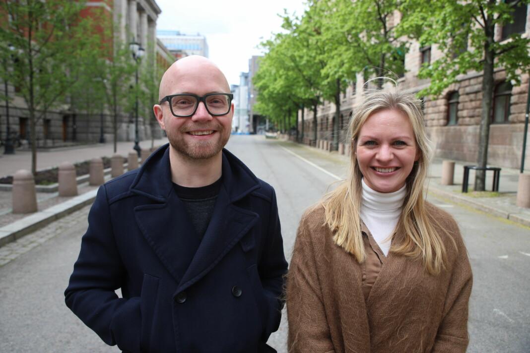 Journalist Jan Magnus Weiberg-Aurdal (38) og forretningsutvikler/prosjektleder Siss Andersen (30) er de to nye i Medier24-staben. Foto: Adrian Jensen