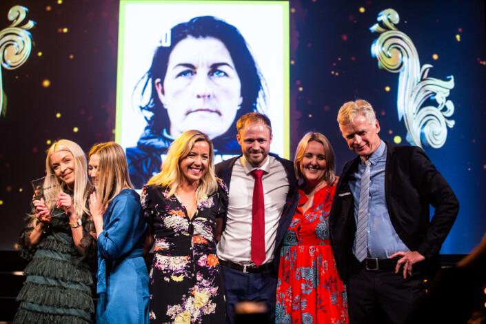 VG Helg-gjengen på Ole Bull Scene idet de mottar prisen. Foto: Eskil Wie Furunes