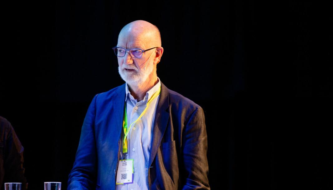 Her er Sigurd Allern, professor ved UiO, på scenen under Nordiske Mediedager. Foto: Eskil Wie Furunes