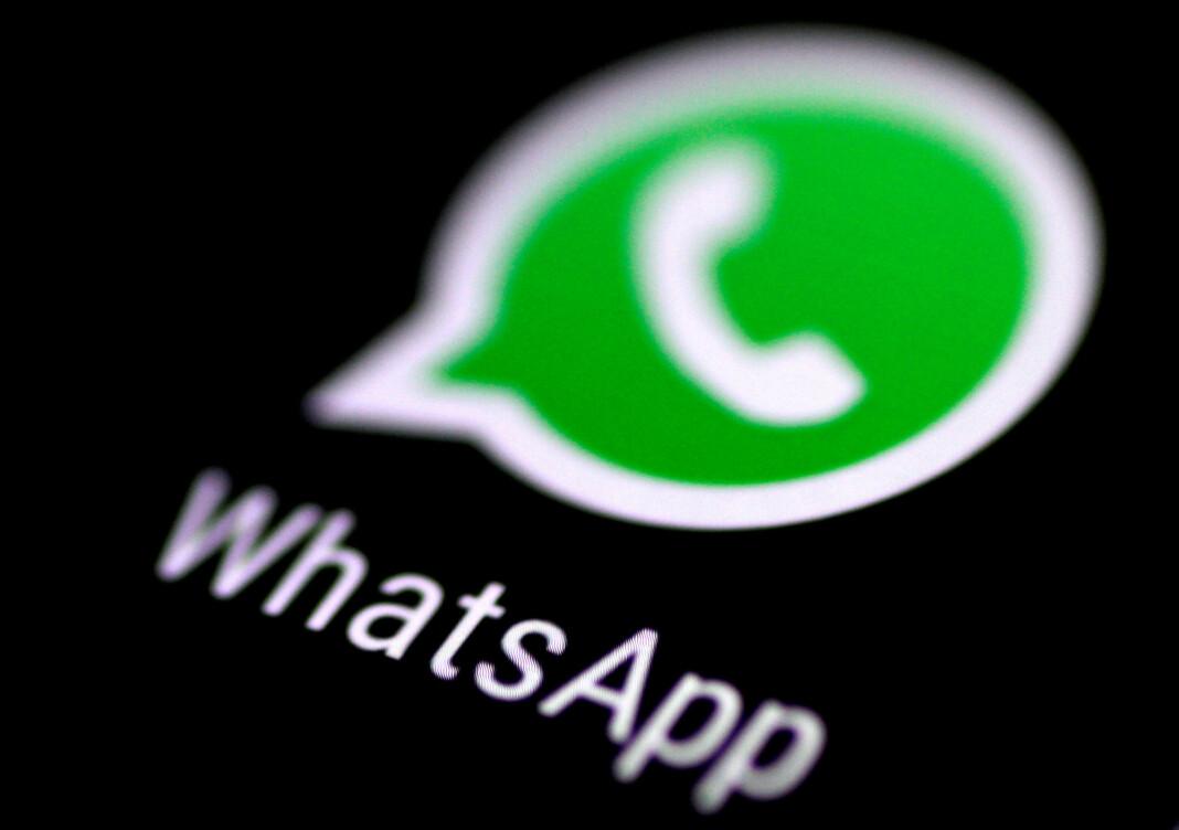 Den store kommunikasjonstjenesten WhatsApp oppfordrer brukere til å oppdatere appen etter oppdagelsen av et stort sikkerhetsbrudd. Foto: Thomas White / Reuters / NTB scanpix